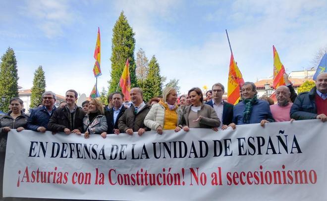 Cabecera de la manifestación en Oviedo contra las cesiones de...