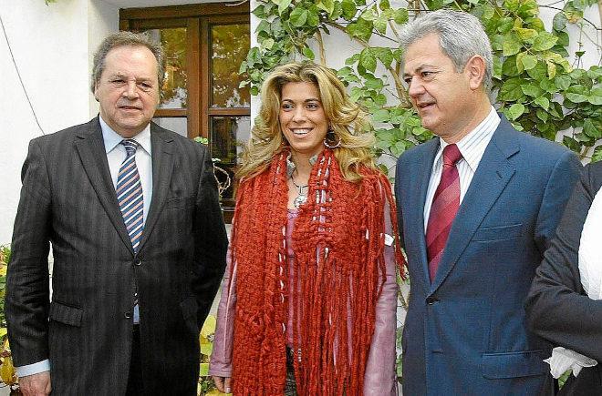 Pérez-Sauquillo, Juana Martín y el ex consejero Francisco Vallejo en abril de 2014.