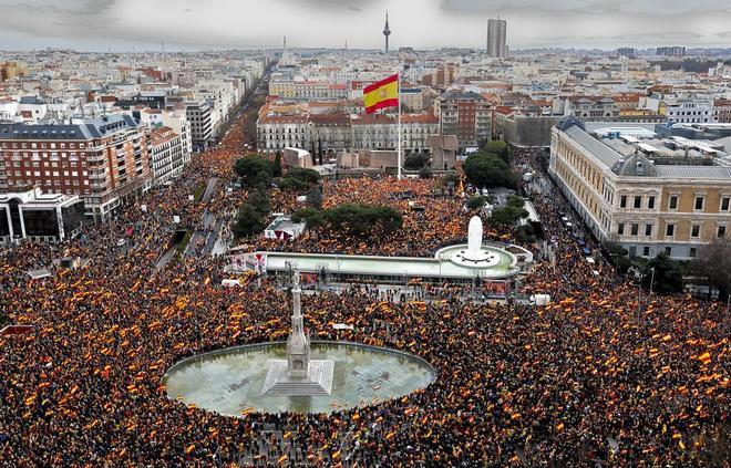 Manifestación para exigir elecciones generales en la plaza de Colón,...