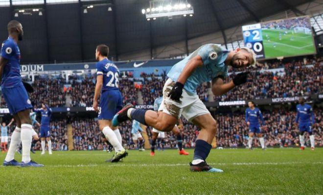 Agüero festeja uno de sus goles al Chelsea en el Etihad Stadium.