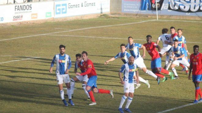 Una imagen del partido disputado en el estadio de Pinilla, en Teruel