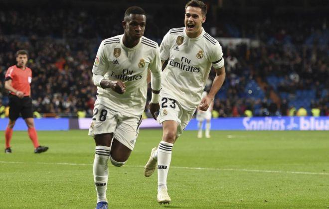 Vinicius y Reguilón, en un partido en el Bernabéu.