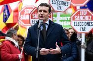 Pablo Casado, ayer, durante su intervención en la manifestación celebrada en la Plaza de Colón (Madrid).