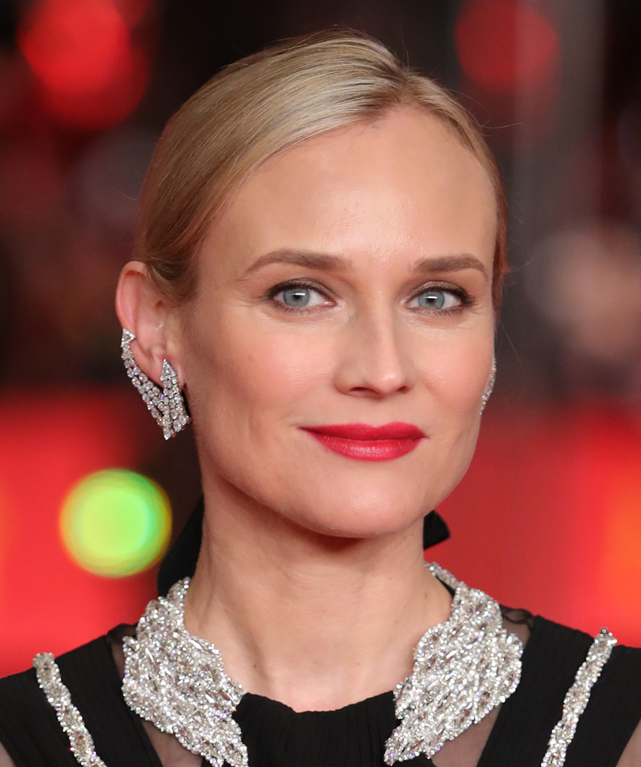 La actriz apostó por un maquillaje muy natural con tan solo un toque...