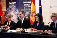 Los Reyes Felipe y Letizia, entre el presidente de la Comunidad de Madrid, Ángel Garrido, y el ministro de Cultura, José Guirao, en un acto en Madrid.