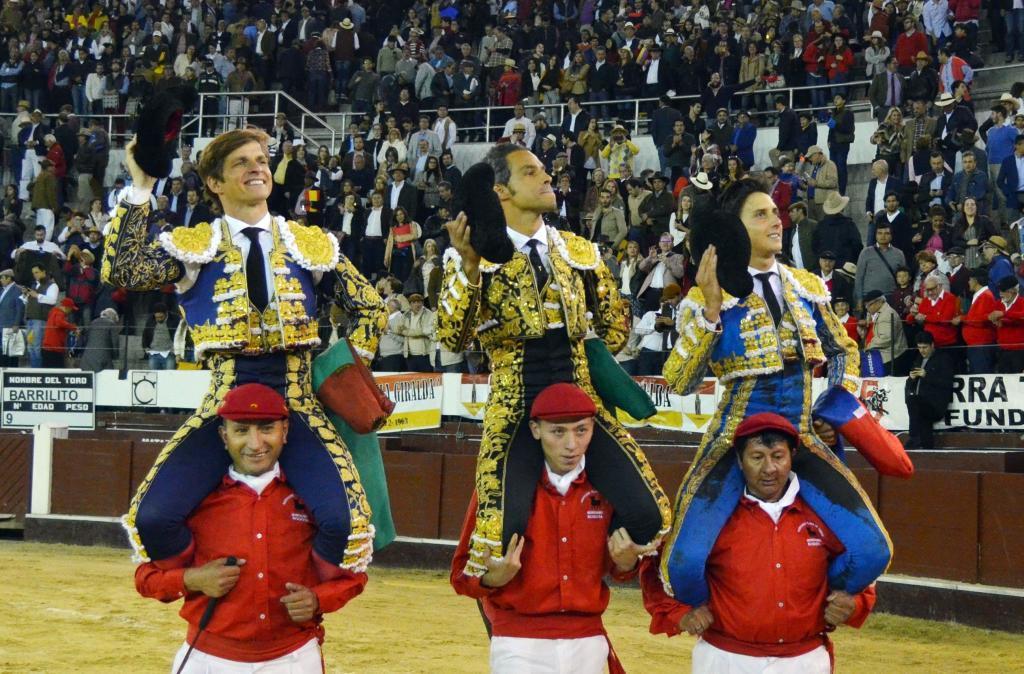 El Juli, Luis Bolívar y Roca Rey, salen a hombros en la Santamaría