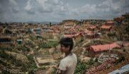 En la periferia del campamento de Kutupalong, las organizaciones humanitarias refuerzan los cimientos.