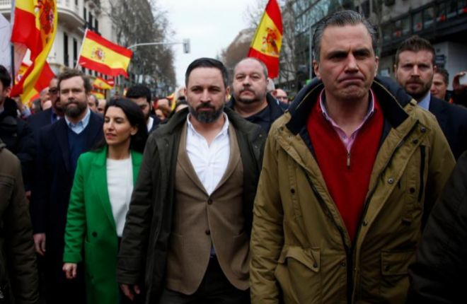 Ortega Smith, a la derecha, junto a sus compañeros de Vox Santiago Abascal y Rocío Monasterio.