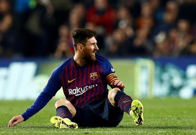 Leo Messi, en el césped durante el encuentro de ida de Copa ante el Real Madrid.