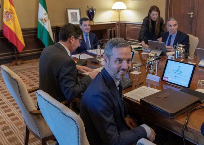 El consejero de Hacienda, Juan Bravo, recién nombrado este martes ya en la reunión del Consejo de Gobierno.