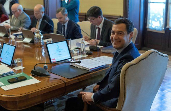 Juan Manuel Moreno preside el consejo de gobierno.
