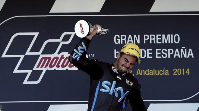 Romato Fenati celebra su victoria en Jerez en 2014.