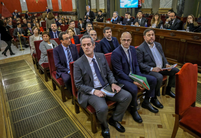 Los doce acusados por el proceso soberanista, durante la primera jornada del juicio