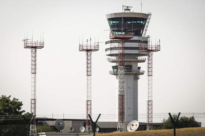 Torre de control del aeropuerto belga de Steenokkerzeel.