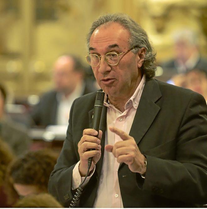 El conseller de Educación, Martí March, durante la celebración de un pleno del Parlament.