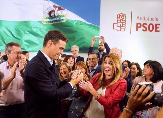 Pedro Sánchez y Susana Díaz, con Juan Espadas de testigo, durante la campaña de las andaluzas.