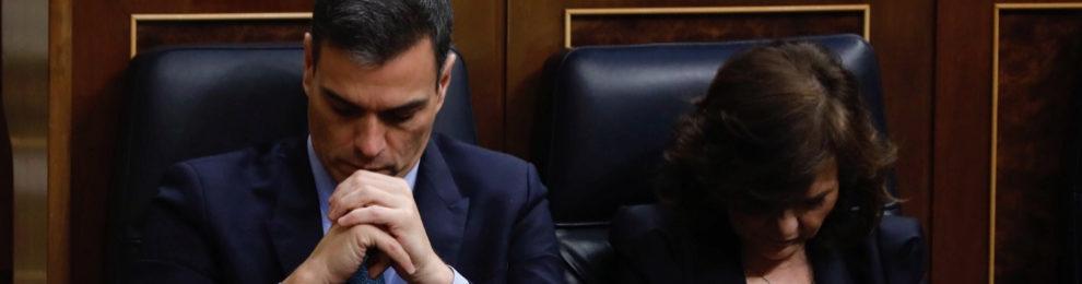 Pedro Sánchez y Carmen Calvo, en el Congreso esta mañana.