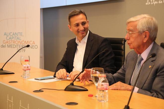 César Sánchez, ayer en la comparecencia por la capitalidad gastronómica del Mediterráneo.