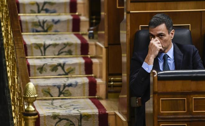 El presidente del Gobierno, Pedro Sánchez, en su escaño del Congreso