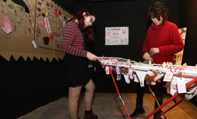 La exposición ¡Mánchate las bragas!, en La Bohemia de Castellón.