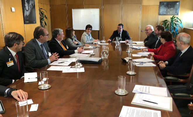 Los presidentes de Ascer y ANFFECC, este miércoles con los representantes del Ministerio de Industria en Madrid.
