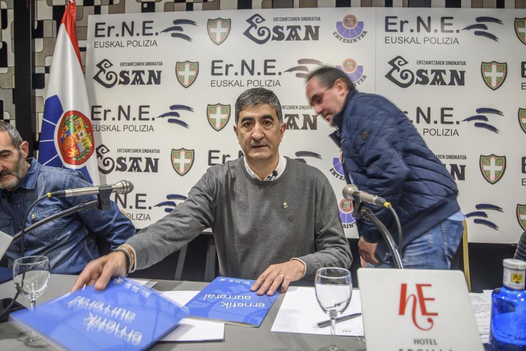 Roberto Seijo, de Erne, y detrás Eneko Urkijo, de Esan.