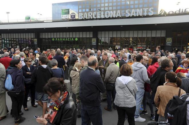 Concentración en la Estació de Sants, en Barcelona.