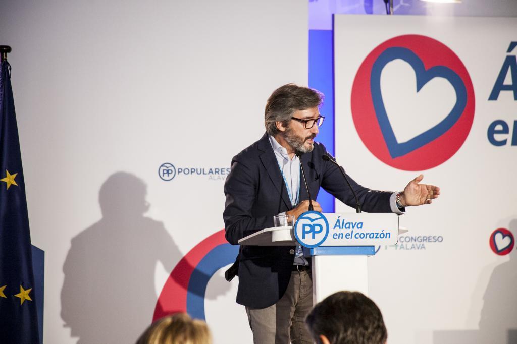 Iñaki Oyarzábal en un acto del PP de Álava.