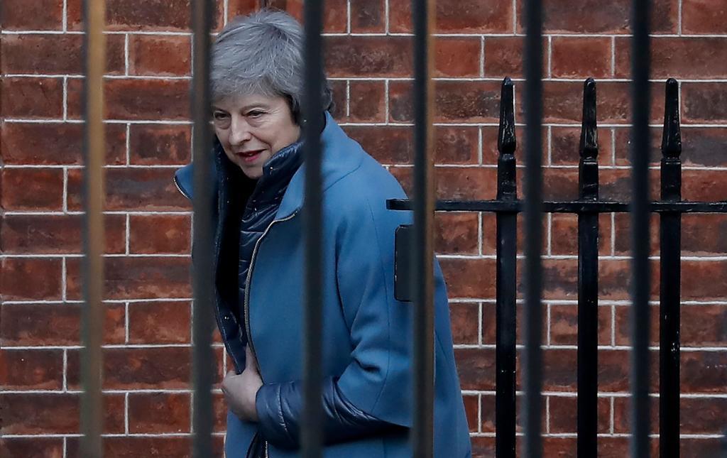 La primera ministra británica, Theresa May, abandona su residencia en Downing Street, Londres.