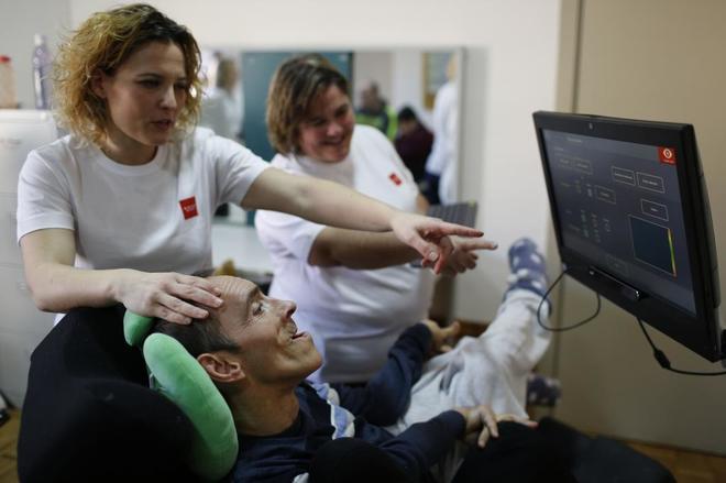 Jose, interno en el Centro de Atención a Personas con Discapacidad, utilizando el programa.