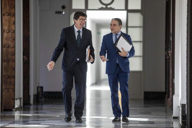 El vicepresidente, Juan Marín, y el consejero de Presidencia, Elías Bendodo.