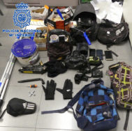 Efectos intervenidos a los cinco detenidos.