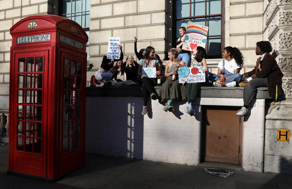 Jóvenes durante la manifestación en Londres de este viernes