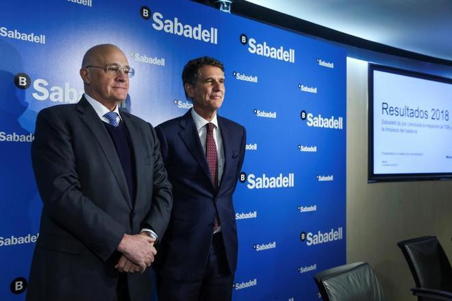 El presidente de Sabadell, Josep Oliú, y su consejero delegado, Jaime Guardiola, durante la presentación de resultados.