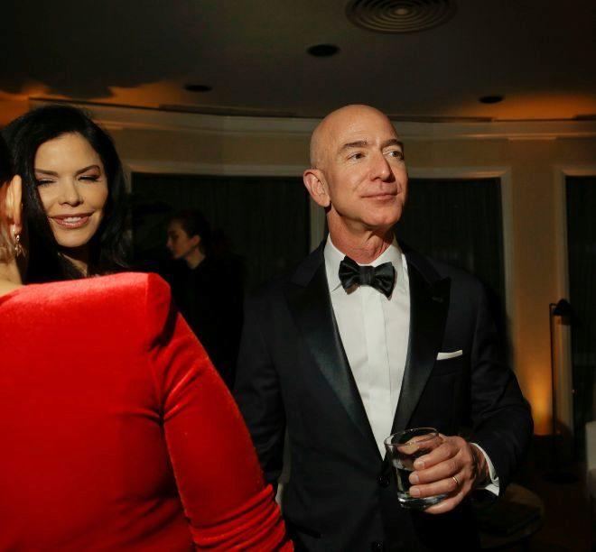 Jeff Bezos con su amante Lauren Sánchez, este enero en los Globos de Oro, en Beverly Hills.