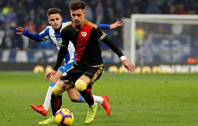 Álex Moreno, ante Óscar Melendo, durante el Espanyol-Rayo, de la pasada semana.