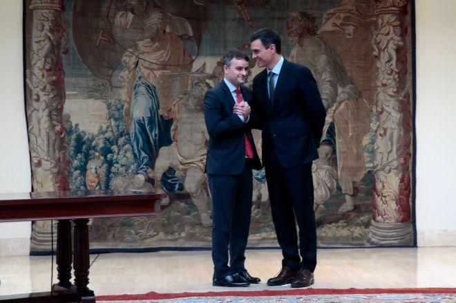 Pedro Sánchez e Iván Redondo, en la toma de posesión de altos cargos, en junio.