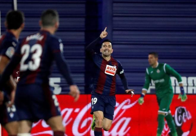 Charles, del Eibar, celebra uno de sus dos goles al Getafe.