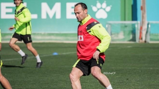 Nino, capitán del Elche, en un entrenamiento.