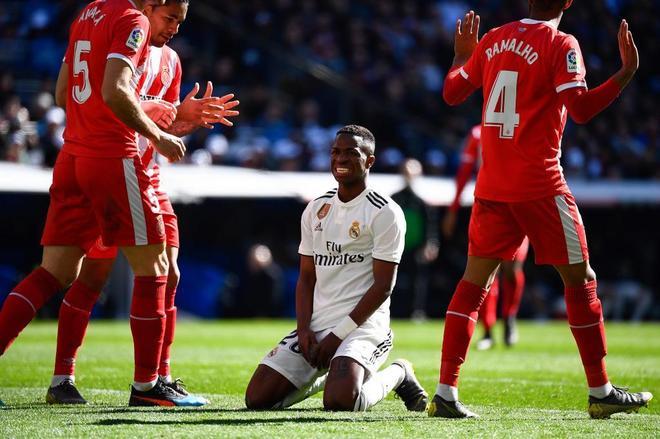 Vinicius se lamenta tras una acción del partido ante el Girona.