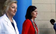 La ex consellera de Sanidad, Carmen Montón, y la gerente del Departamento de Salud de la Ribera, Isabel González, durante la presentación de la reversión del Hospital de La Ribera.