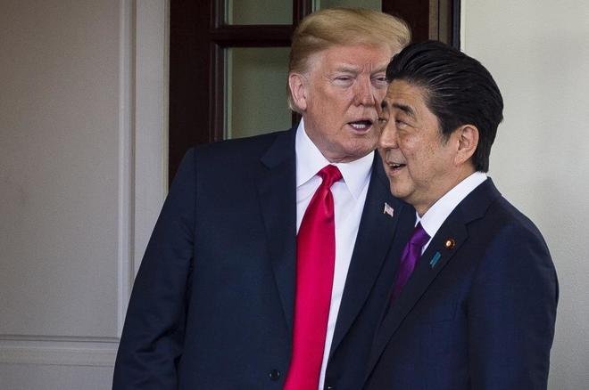 El presidente de EEUU, Donald Trump, junto al primer ministro japonés, Shinzo Abe.