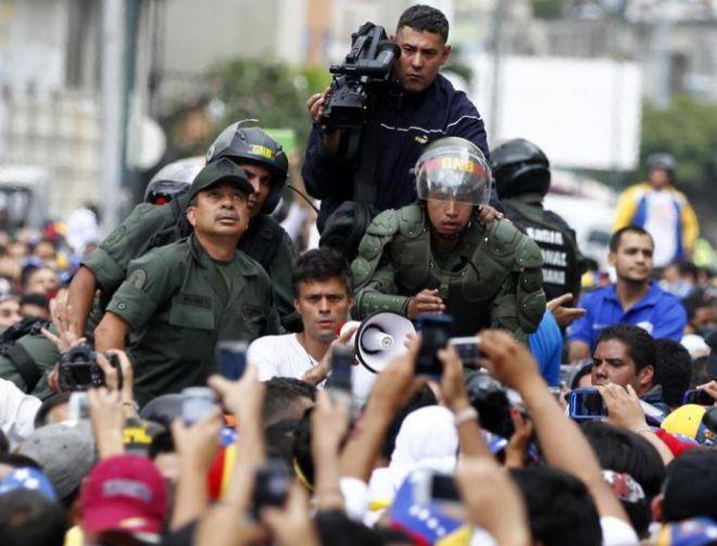 Leopoldo López se despide de sus seguidores minutos antes de...