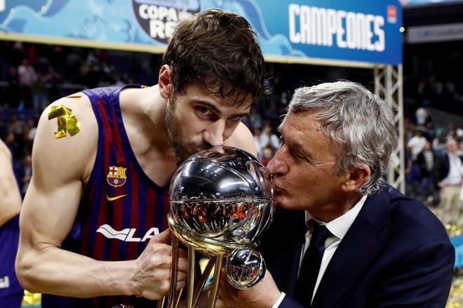 Pesic y Tomic besan la Copa del Rey conquistada en Madrid.