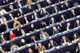Miembros del Parlamento Europeo participan en una sesión en la sede...
