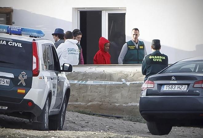 La Guardia Civil traslada a Ana Julia Quezada a la finca del valle de Rodalquilar, en Níjar.