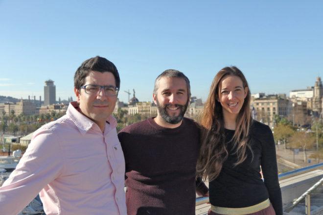 De izquierda a derecha, los fundadores de Holaluz Ferran Nogué, Oriol Vila y Carlota Pi.