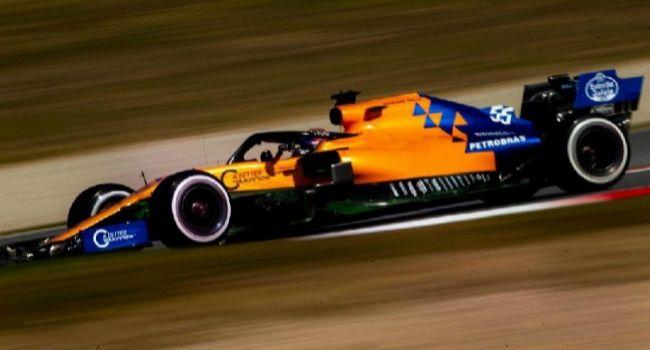 Carlos Sáinz, conduciendo su McLaren este lunes en Montmeló.