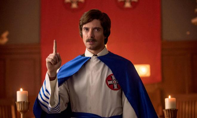 El actor Topher Grace en el papel de David Duke en Infiltrado en el...