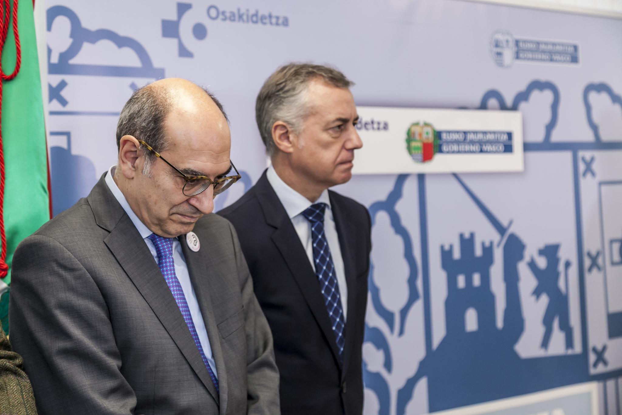 El consejero Jon Darpón junto al lehendakari Iñigo Urkullu en un acto público.